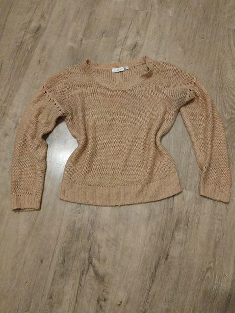 Sweter ze złotymi nitkami