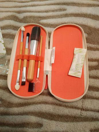 Набор из 4-х кисточек для макияжа Ив Роше