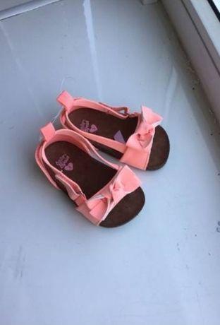 Продам новые босоножки/сандали oshkosh