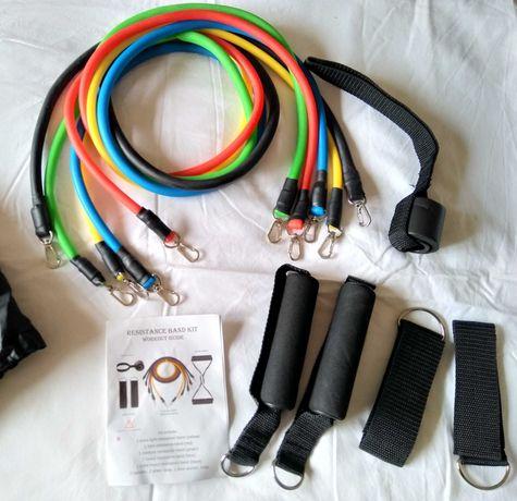 Fitness. Cordas em elásticos para exercícios em casa