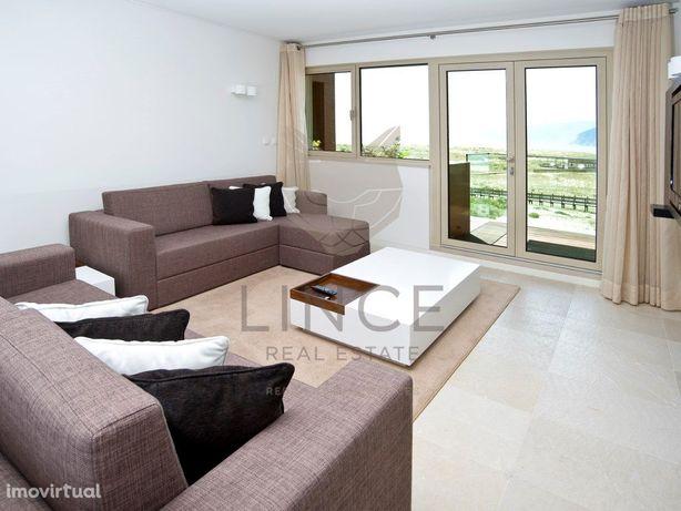 Apartamento T2, com varanda e vista frontal de mar, em Troia