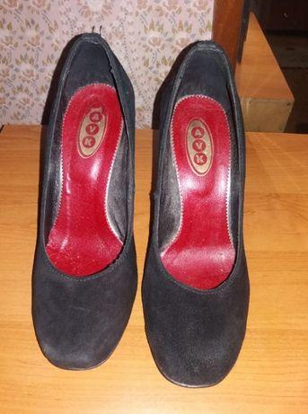 Продам туфли на каблуке 39р