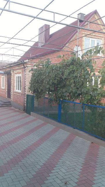 Продам дом в селе жилой,со всеми удобствами,на територии Украині Дон