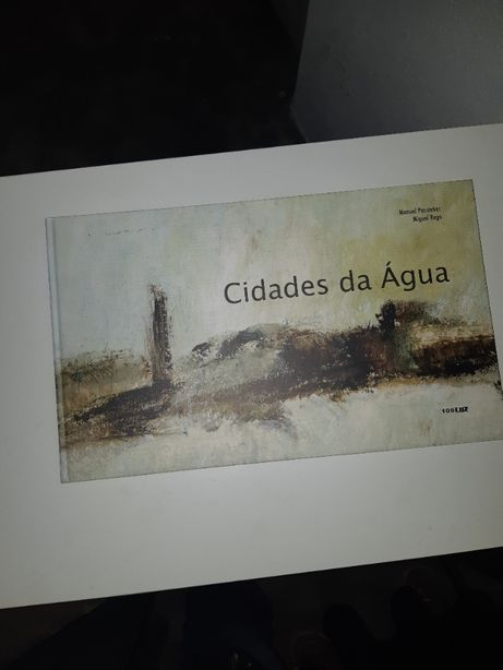 """vendo livro de aguarelas, """"Cidades da Agua"""" de Miguel Rego"""