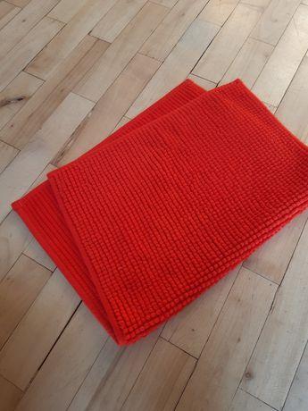 Czerwony dywanik łazienkowy IKEA