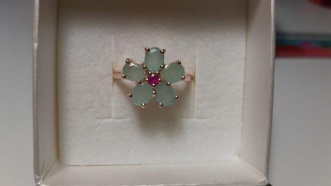 Srebrny pierścionek proby 925 ze szmaragdem i rubinem