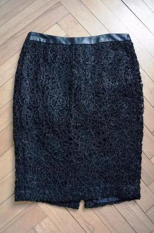 81. Mała czarna spódniczka RESERVED piękna ołówkowa, koronka r. S