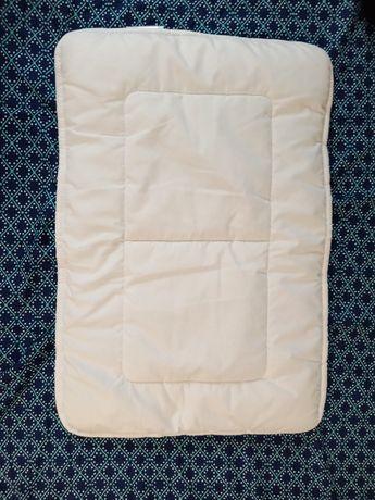 Подушка для малышей плоская 38*55 см в отл состоянии