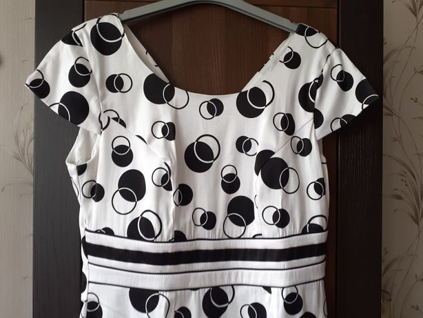 Sukienka  biodra 100 cm , pas 82 cm  pod pacha 96 cm  rozmiar L