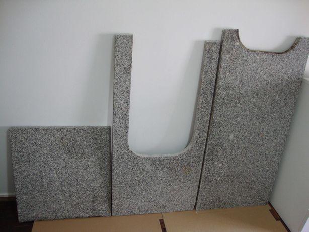 Bancada de cozinha em pedra de granito  Évora cor cinza completa