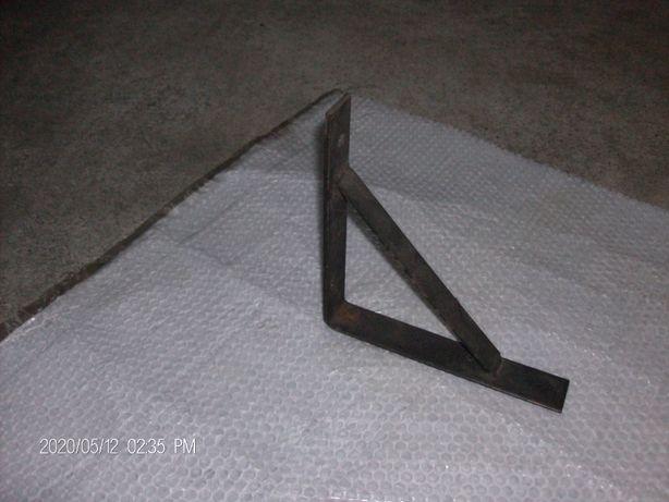 Esquadro em ferro para prateleira
