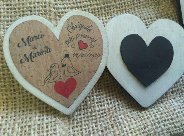 Lembranças de casamento em madeira e cortiça - íman