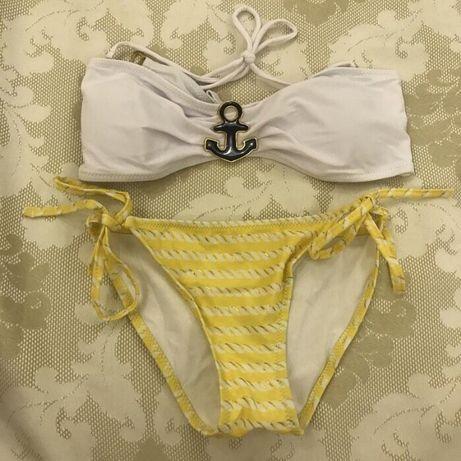 Купальник бандо на завязках с якорем бело-желтый. Размер М-Л.