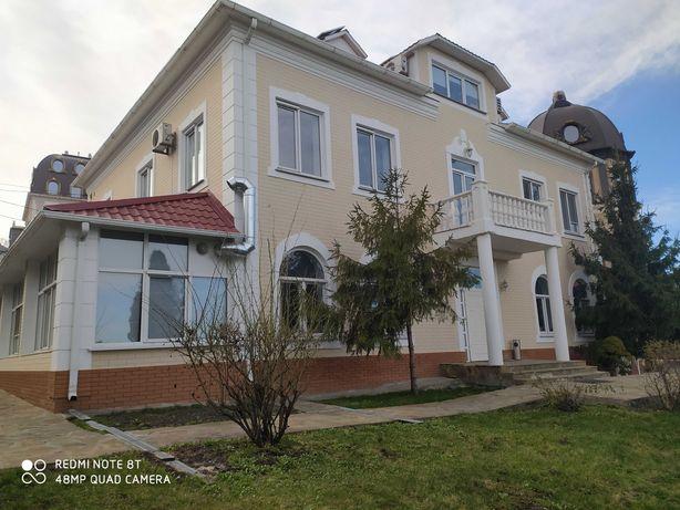 Аренда дома посуточно в центре Киева р.н.Печерска до 100 чел.