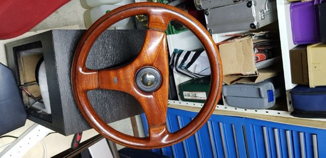 Wyścigowa kierownica OBA z drewna orzechowego
