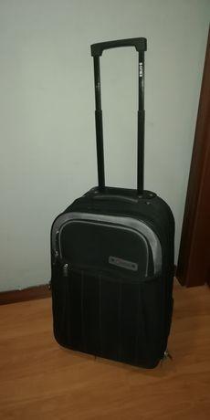 Vendo malas de viagem com Trolley. Malas de porão e malas de cabine