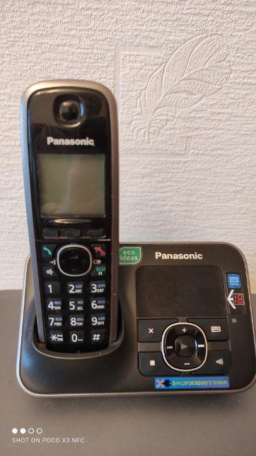 Телефон с автовідповідачем та АОН Panasonic KX-TG6621UA