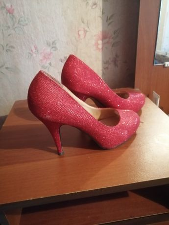 Продам туфли 40го размера