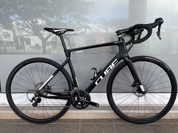 Bicicleta de estrada em carbono de disco