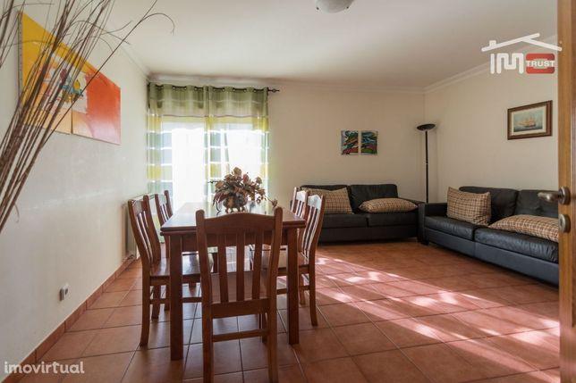 Apartamento T2 Com Parqueamento Para 2 Carros A 300 Metros  Da Praia