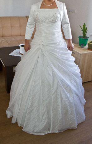 Suknia ślubna plus bolerko plus parasolka
