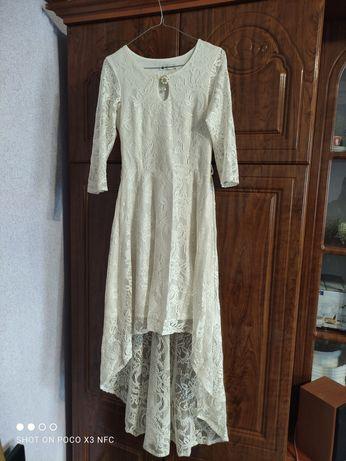 Жіноче круживне плаття
