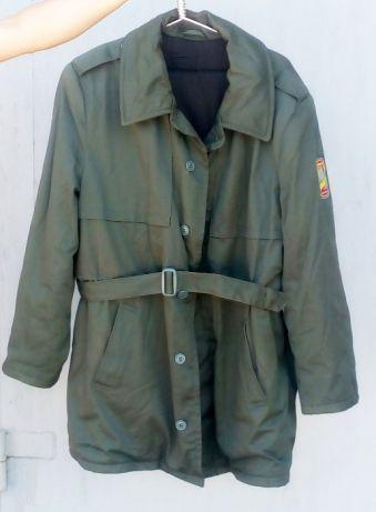 Зимнюю тёплую одежду армейского образца меняю на сувенирный кортик