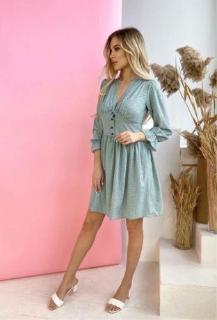 Женское платье в мелкий горошек