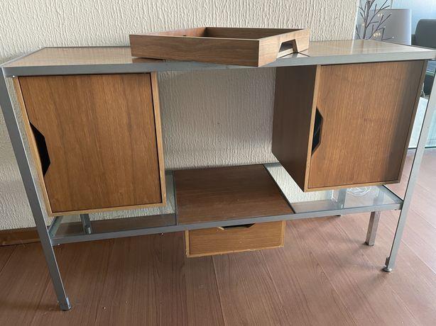 Area Store/Ex-Loja Habitat: Consola/aparador pequeno de design modular