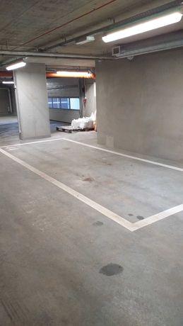 Garaże i parking