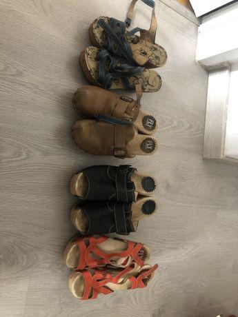 Varias sandálias