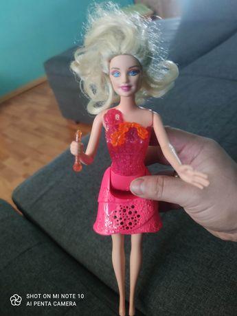Księżniczka Alexa i Barbie tajemnicze dzwi