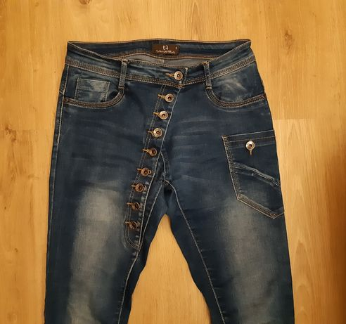 Jeansy zapinane na guziki