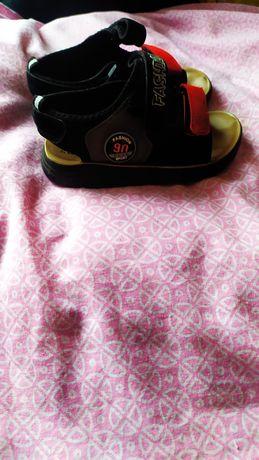 Босоніжки для хлопчика