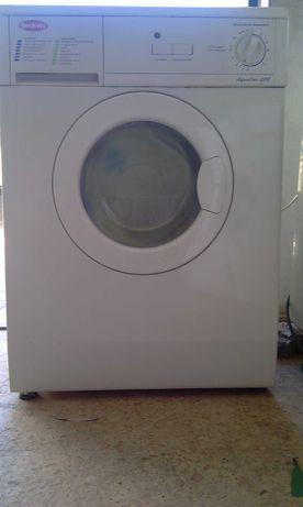 Máquina de lavar , usada com um ano de garantia 90€