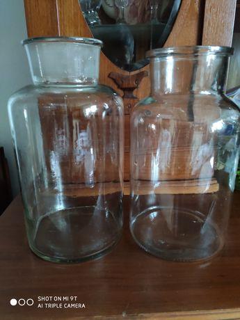 Duży szklany słój