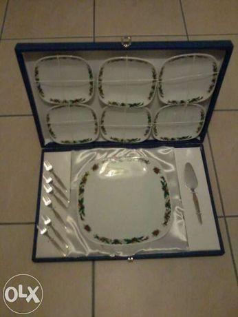 conjunto de pratos de bolos
