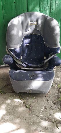 Детское кресло в авто