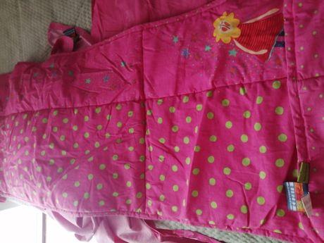 Conjunto de cama de grades bebé (resguardo e lençóis)