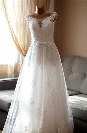 Весільна сукня 42-44р.