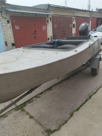 Продам човен з мотром