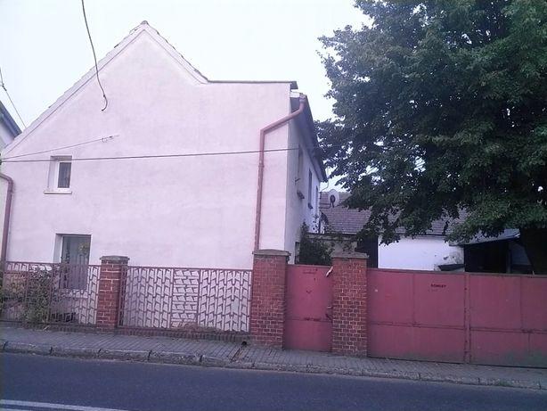 Dom z zabudowaniami gospodarczymi