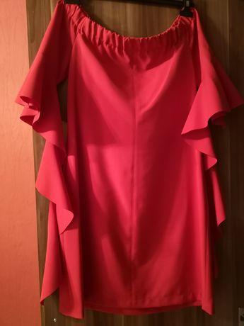 Czerwona sukienka falbana
