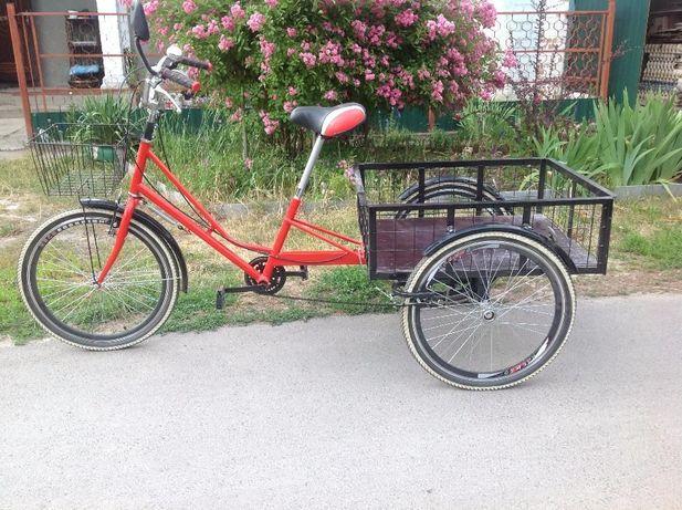 классный трехколесный грузовой велосипед