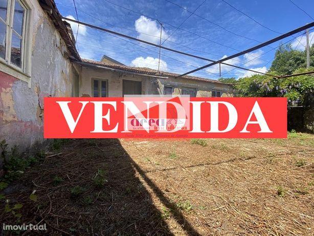VENDIDA :: Casa para reconstruir com terreno e poço. Exclusivo Área X
