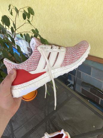 adidas ultraboost (26,5/42) Як нові,бігові кросівки (nike,jordan)