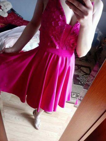 Ciemno-różowa sukienka