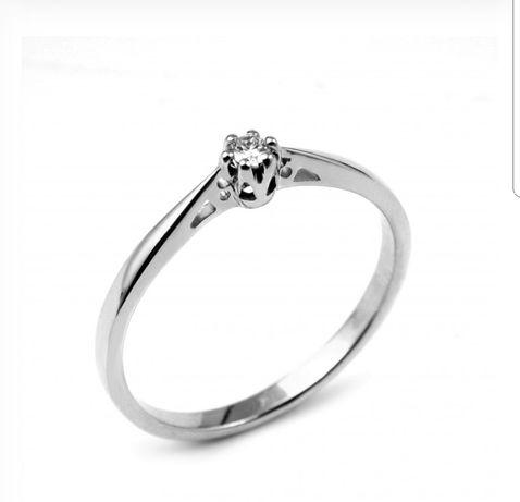 Jubitom pierścionek zaręczynowy z diamentem