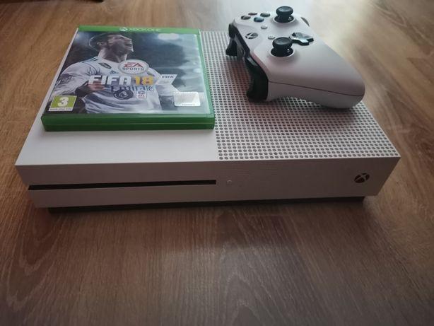 Xbox one s 1TB z padem i gra.