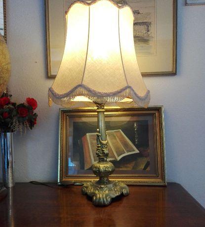 Piękna stara lampa stylizowana na lata 30